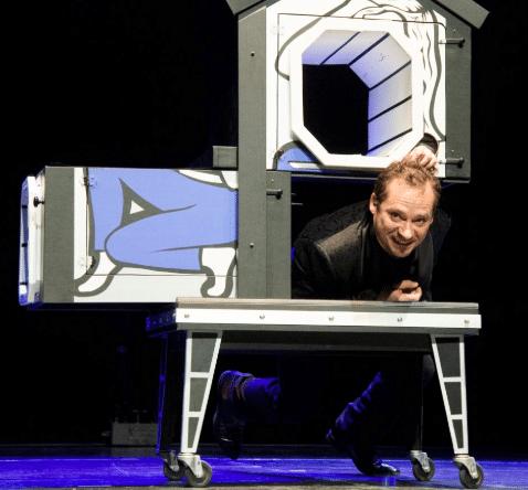 Arno magicien oiseaux Levenement Spectacle pour Spectacle sur mesure