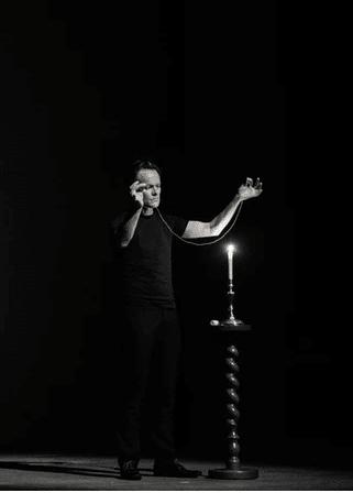 Philippe Beau magicien des ombres L'Evenement Spectacle
